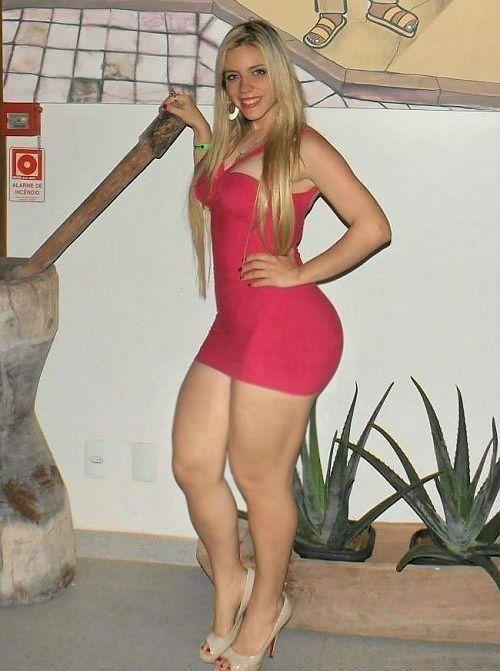 curvy blonde nude