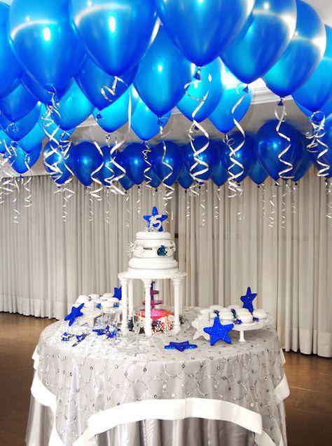Decoraci n con globos azules sobre la torta art globos - Decoracion para cumpleano ...