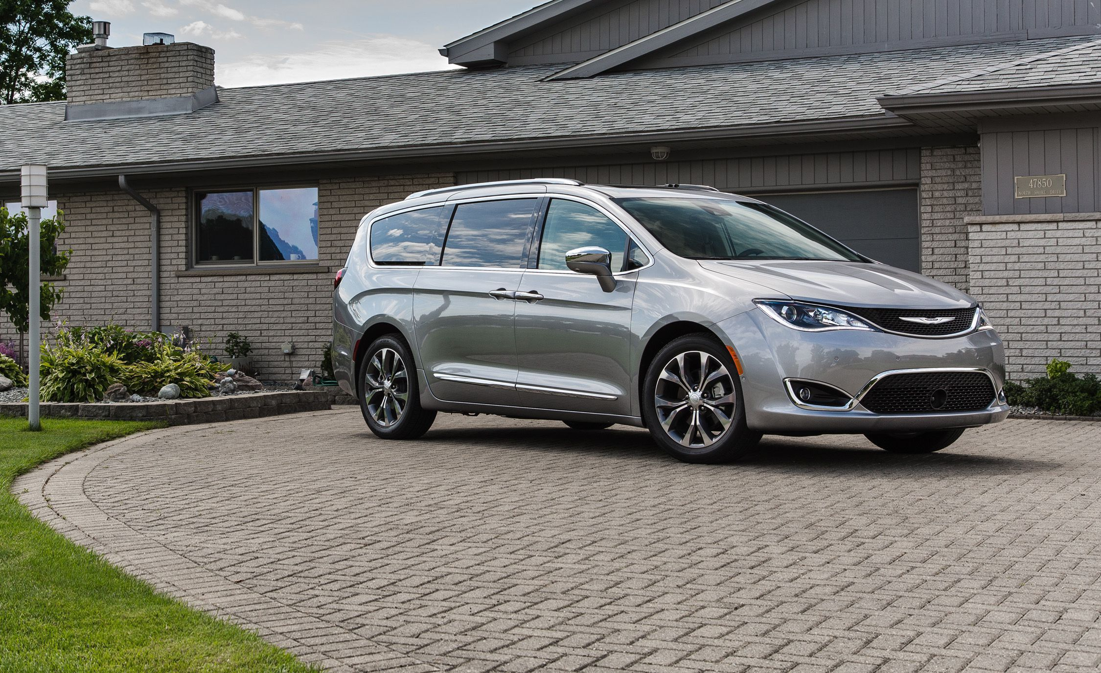 2018 Chrysler Pacifica With Images Chrysler Pacifica Chrysler