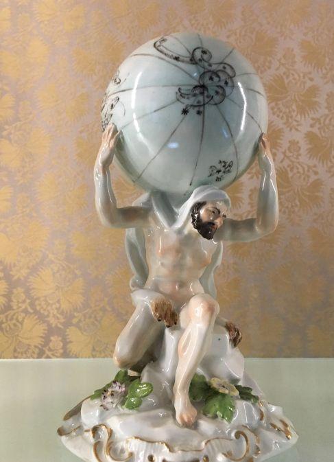 O museu Cognacq-Jay é especializado nas artes do século XVIII, onde estão expostas pinturas, esculturas, móveis e uma infinidade de pequenos objetos. Tudo isso numa casa luxuosa do século XVI, no Marais e de graça. Imperdível!