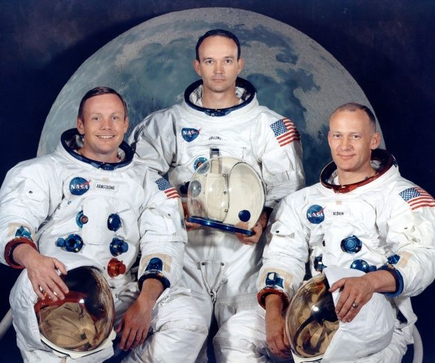 Da esquerda para direita, vemos Neil Armstrong, Michael Collins e Buzz Aldrin, os três tripulantes da Apollo 11 (Foto: Divulgação/Nasa)  Matéria completa: http://canaltech.com.br/noticia/curiosidades/ha-exatos-47-anos-o-homem-pisava-na-lua-pela-primeira-vez-74075/ O conteúdo do Canaltech é protegido sob a licença Creative Commons (CC BY-NC-ND). Você pode reproduzi-lo, desde que insira créditos COM O LINK para o conteúdo original e não faça uso comercial de nossa produção.
