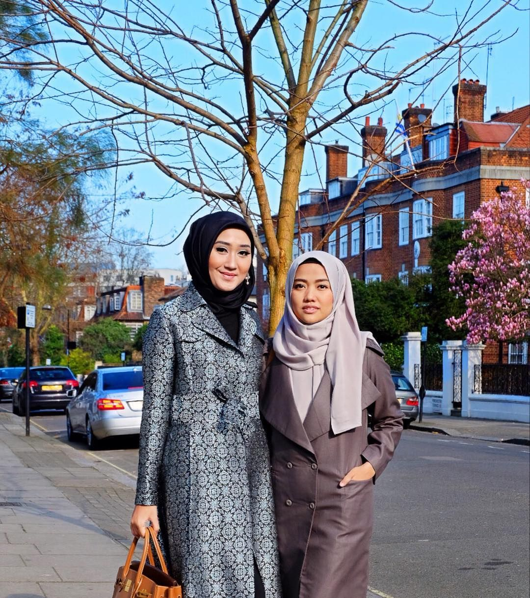 Moment before CNN International picked us up in our apartment and invited us to their studio. LIVE on CNN International 11.30am (UK time) Bismillah yaa Rabb..  @diajenglestari by dianpelangi