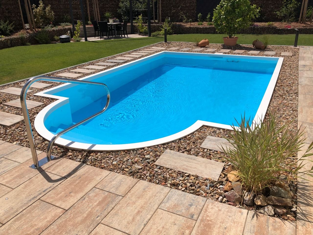 pool mit römischer treppe