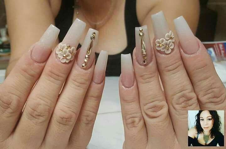 Uñas acrílicas mate punta blanca flores 3d | Uñas | Pinterest