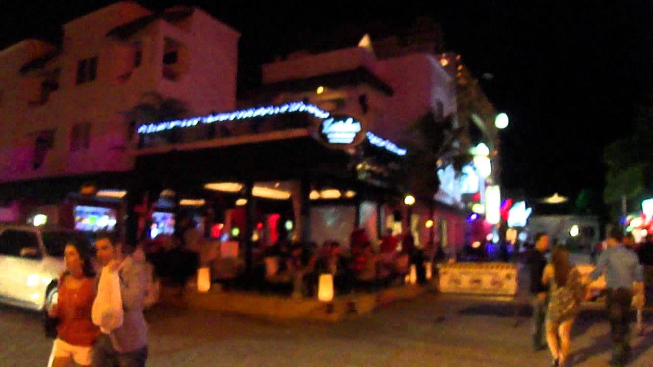 5th Avenue Ambiance Clubs At Playa Del Carmen Mexico With