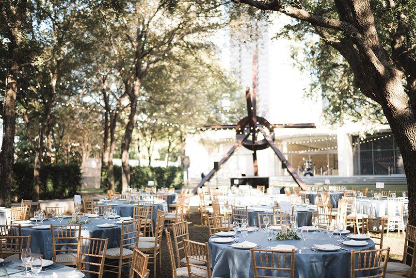 Modern Romantic Wedding At Nasher Sculpture Center Romantic Wedding Garden Venue Gorgeous Gardens