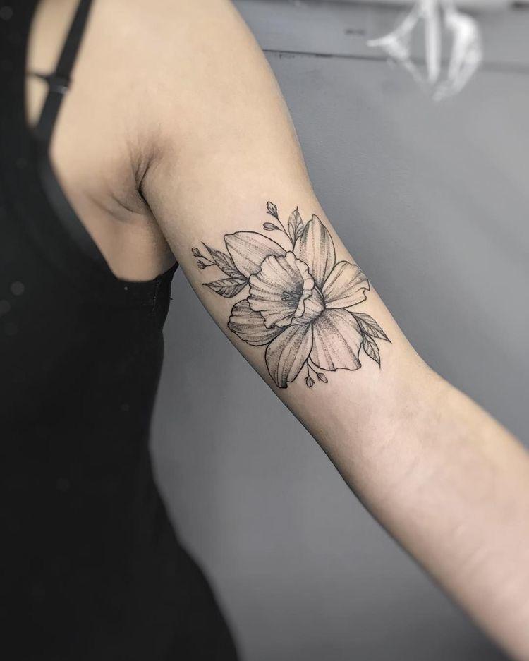 Narcissus Tattoo In 2020 Daffodil Tattoo Birth Flower Tattoos Narcissus Tattoo