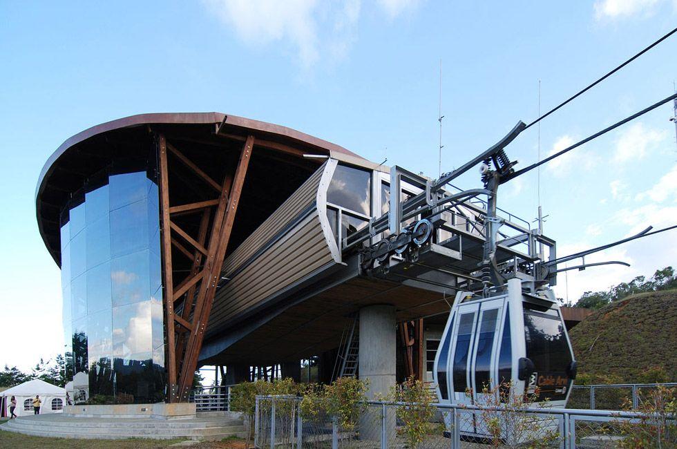 Cable Arví Estación Retorno  Ubicado en Parque Arví. Zona de abordaje. Año de construcción y diseño: 2008 Medellín, Antioquia, Colombia Cliente: Metro de Medellín