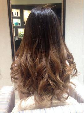 根元プリンでもok 黒の髪色ベースのグラデーションカラー 髪型ヘアカラーカタログ Naver まとめ Hair Styles Hair Long Hair Styles