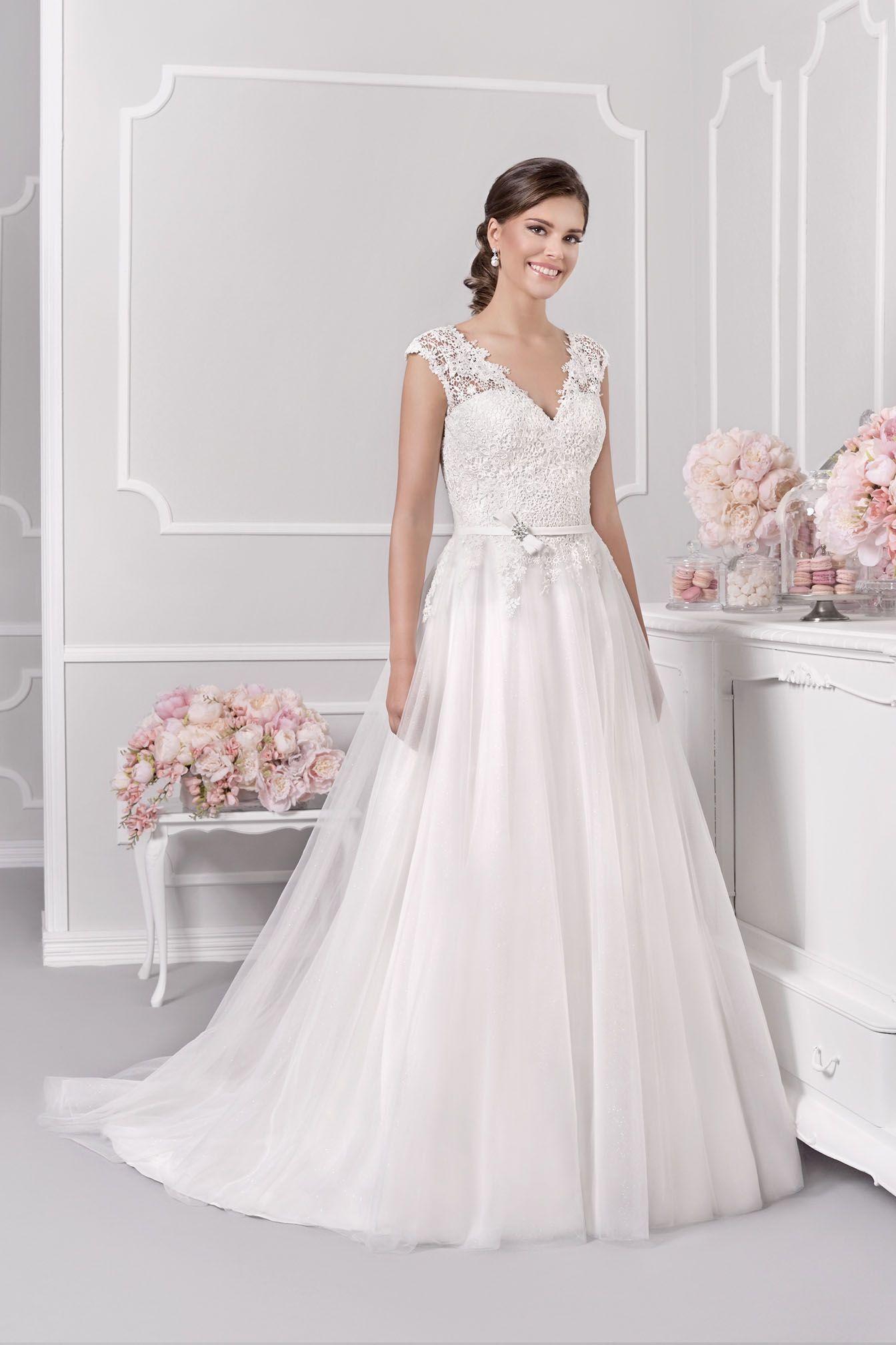 Off white short wedding dresses  T  Agnes Bridal Dream   Hochzeitskleid  Pinterest  Bridal