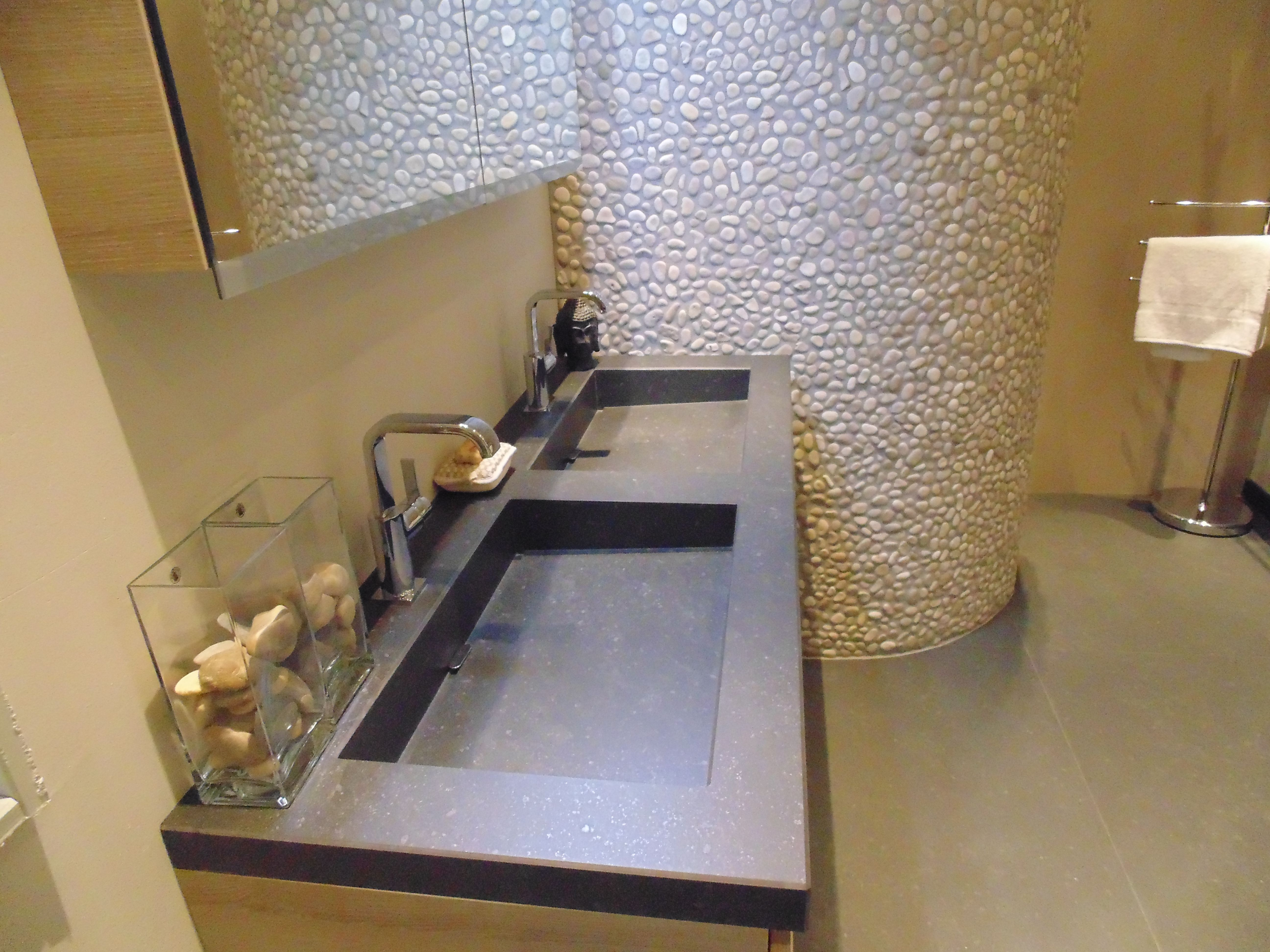 Inloopdouche Met Wastafelkast : Wastafelmeubel showroom showroom wouters tegels en sanitair