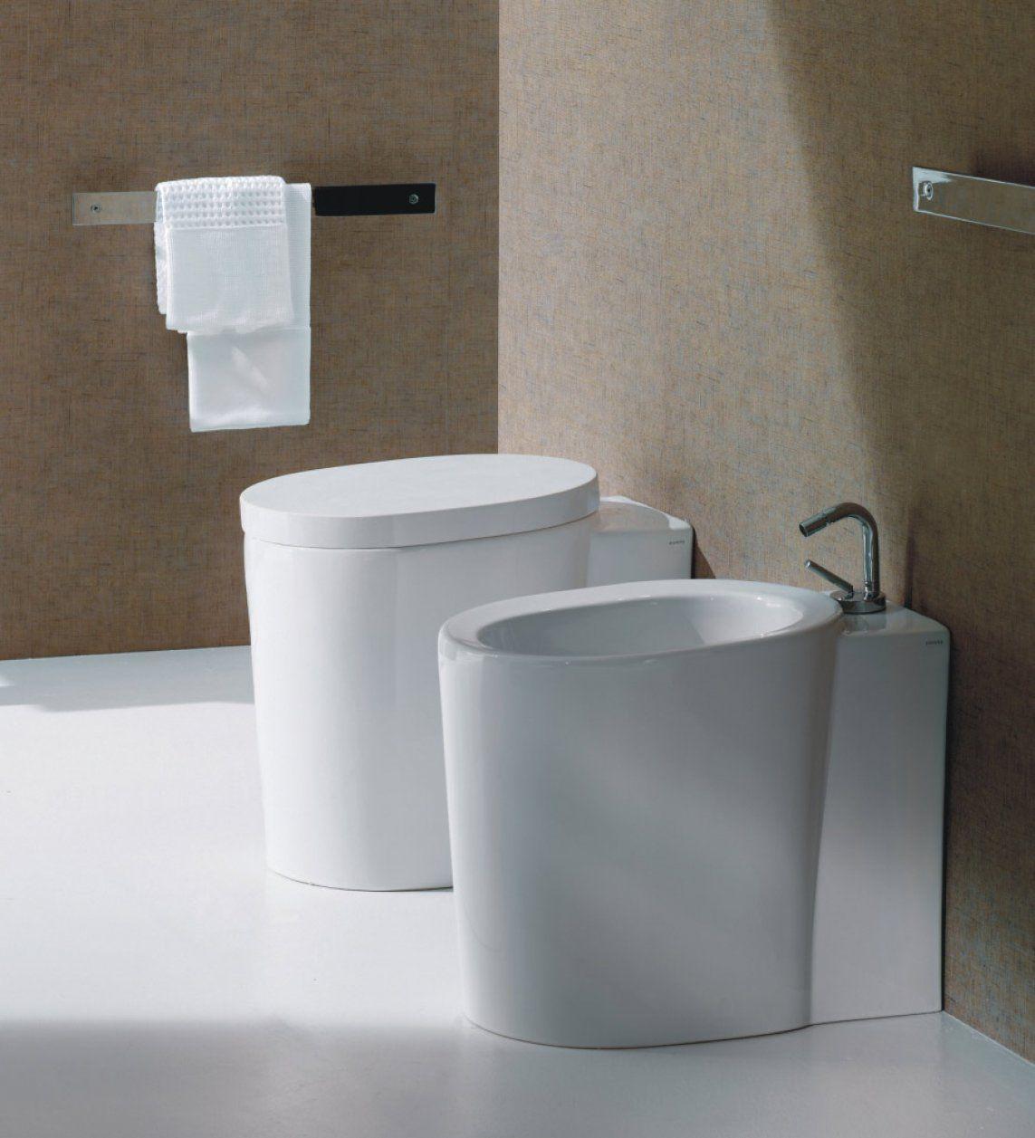 Alta staand toilet tegen achterwand modern ovaal staand vloertoilet uit de alta serie