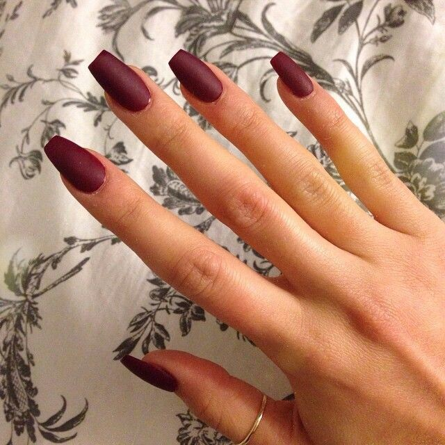 46 Elegant Acrylic Ombre Burgundy Coffin Nails Design For Short And Long Nails Acrylic Burgun Burgundy Acrylic Nails Maroon Nails Coffin Nails Designs