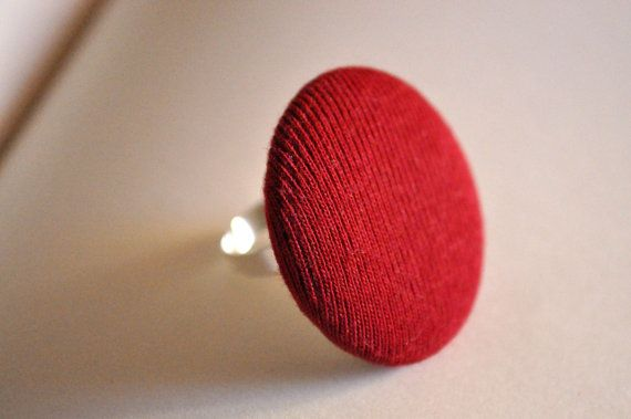 Ring with red button di RiciclAr su Etsy #handmade #ecodesign #vintage #button #ring