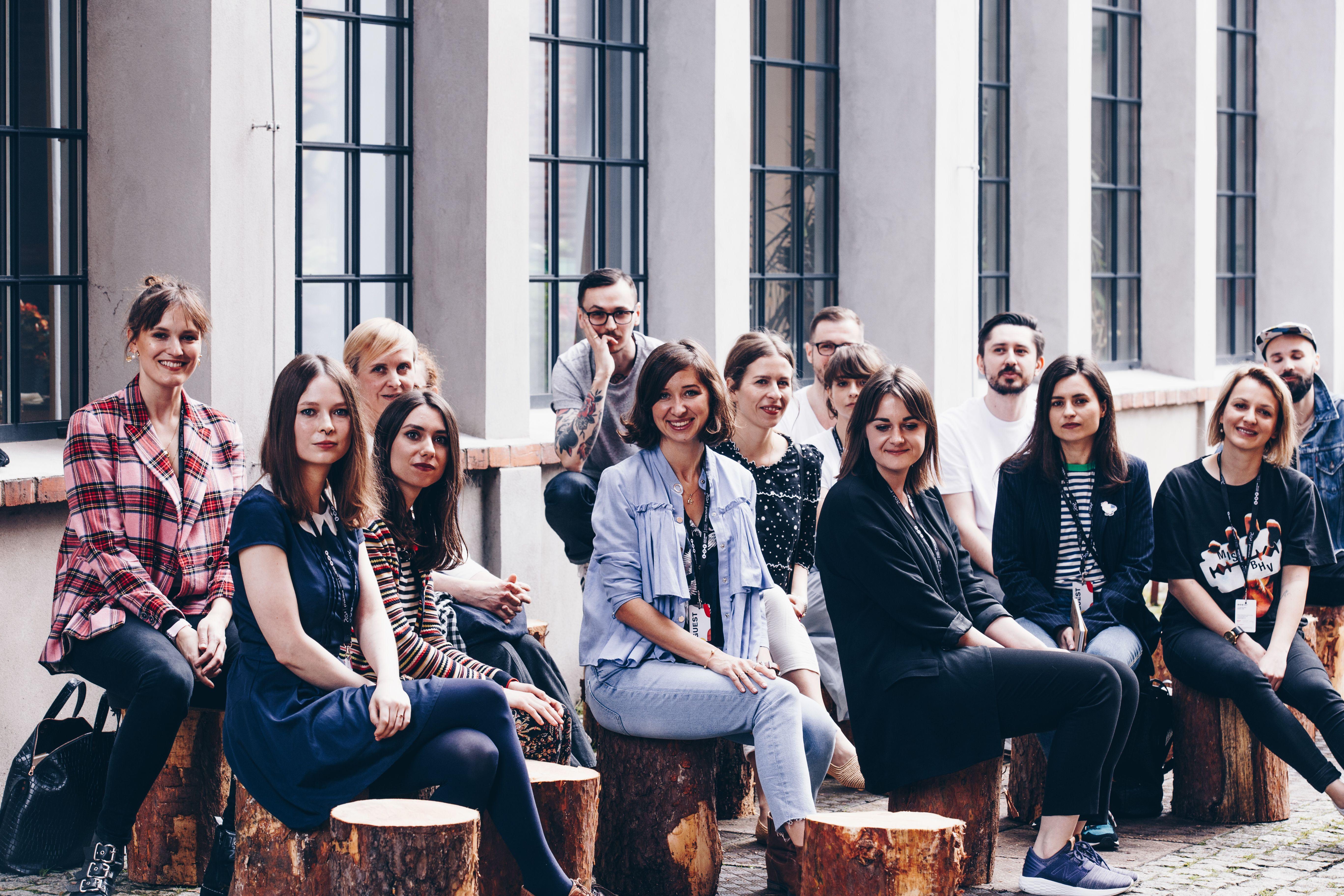Znajdz Sposob Na Dobre Zycie Na Lodz Design Festival 2019 In 2020 Festival Design Couple Photos Photo