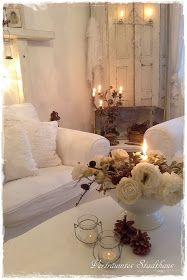 Kerzen Kerzenschein Romantik Vertrumtes Stadthaus Bianca Planner Fensterladen Shabby Chic Wohnhaus Deko Wohnzimmer Zeitschrift Kirchenleuchter Frankreich