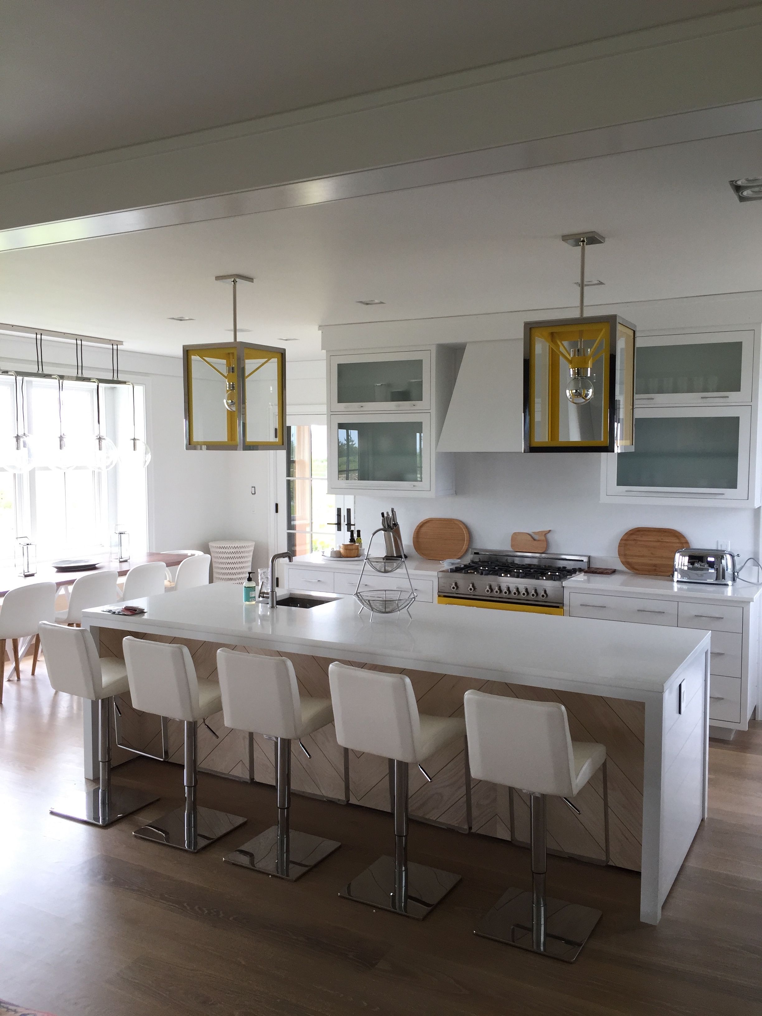Nantucket white kitchen,with yellow accents   Cocinas