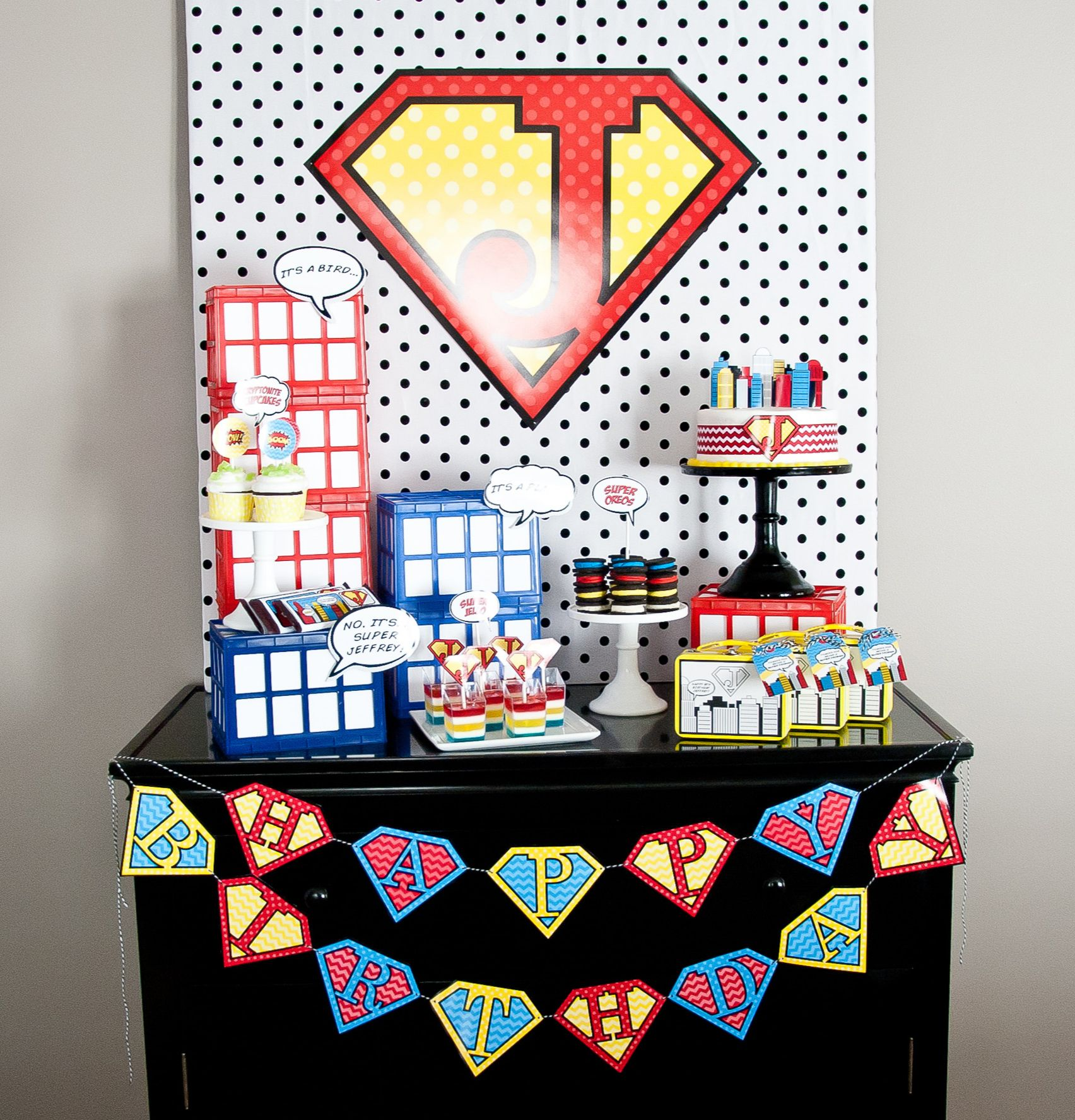Comic Performer Design Ideas: Vintage Comic Book Style Super Hero Birthday Party {On A