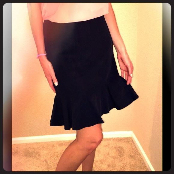 Ruffled-hem black knee-length skirt Cute and flirty black skirt with fun ruffled hem, appropriate for both the office and a night out; knee-length; side zip; worn once; in excellent condition. Jones New York Signature piece; size 6, fits true to size. Jones New York Skirts Midi