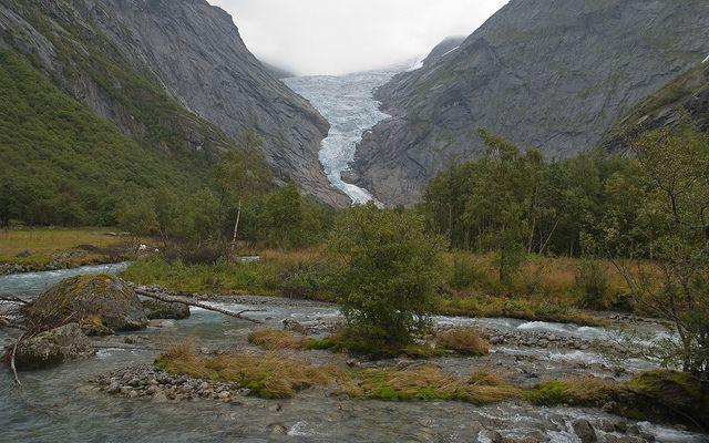 Aproaching the Briksdalbreen Glacier by Aitor García Viñas - agvinas, via Flickr