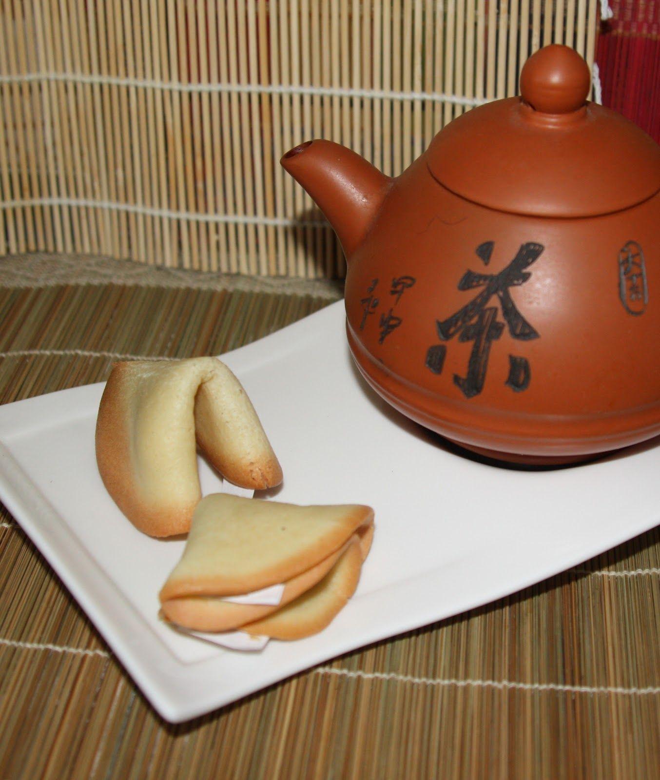 крупного плана китайское печенье с пожеланиями откуда появилось немного