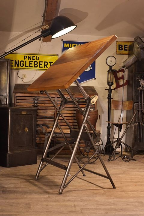 Epingle Par Bechir Chaieb Sur Loft Table A Dessin Mobilier Design Design Industriel