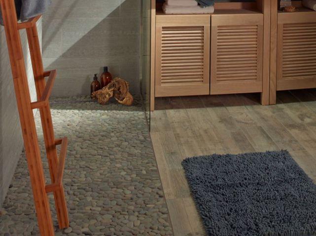Sol De La Douche En Galets Pour Une Salle De Bain Zen Castorama - Carrelage sol salle de bain galet