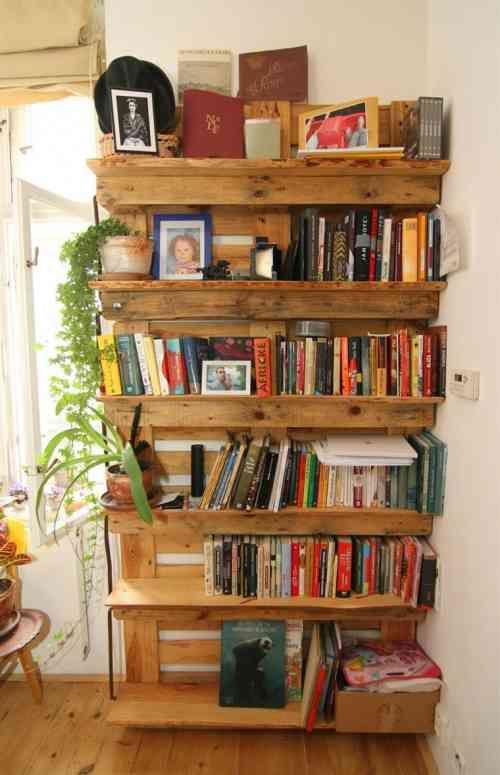 étagère à livres design en palettes de bois