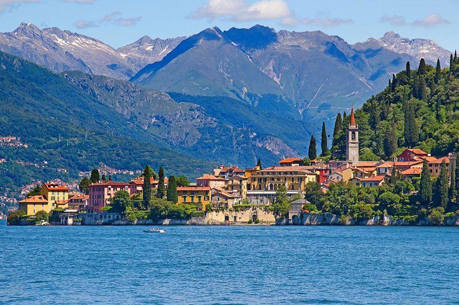Una bella ciudad a orillas del lago Como