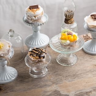 Want a fancy dessert spread but all you have are plain cupcakes? We have sweet ideas that are easy-to-do!