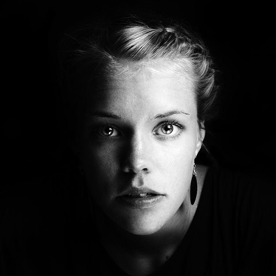 portrait by petronella åslund