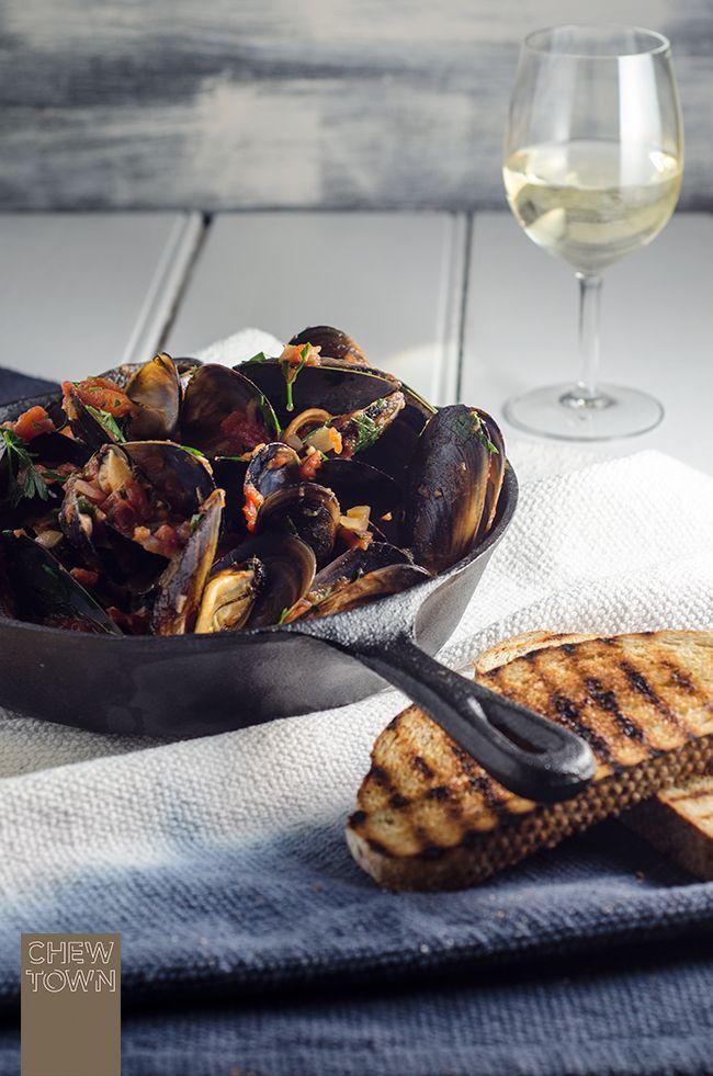 Cozze Pomodoro e Peperoncino (Chilli Tomato Mussels) | Chew Town Food Blog