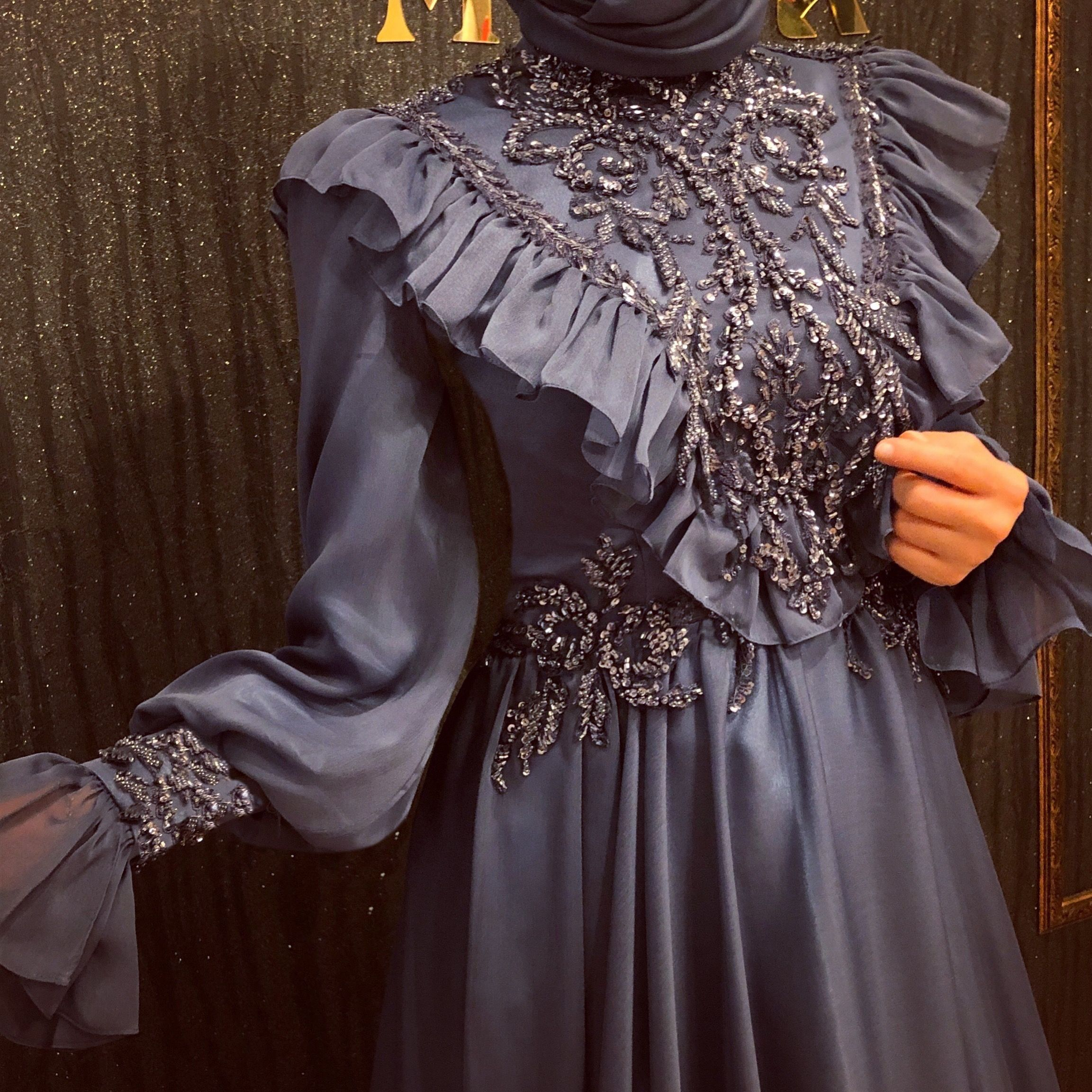 Serra Liva Adli Kullanicinin Clothes Panosundaki Pin 2020 Elbise Boncuk Elbise Islami Giyim