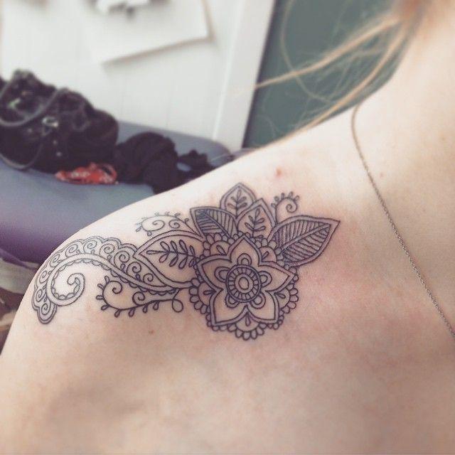 25 Elegant Collarbone Tattoos Collar Bone Tattoo Clavicle Tattoo Shoulder Tattoo
