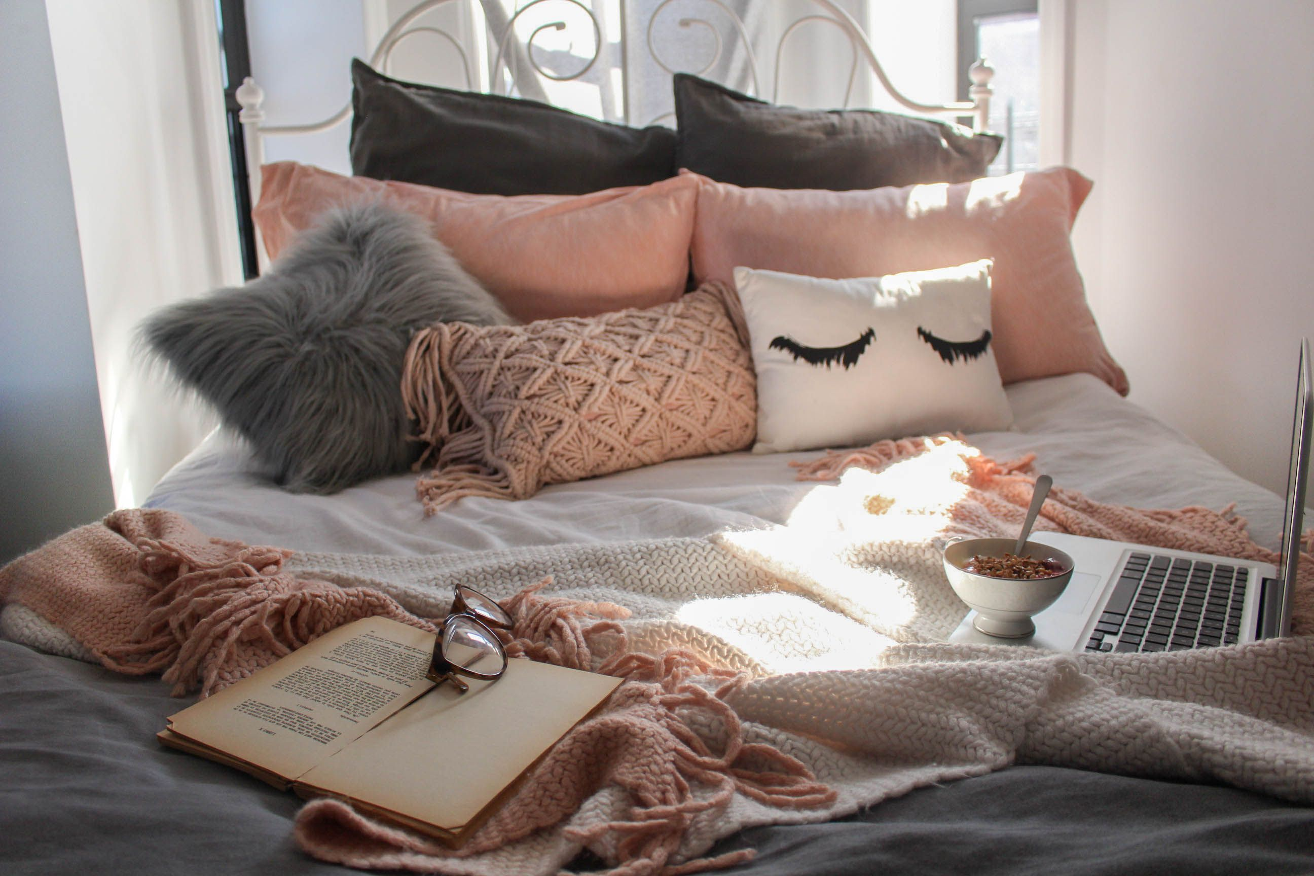 Brooklyn boujee bedroom house thangz fall bedroom - Small apartment bedroom ideas ...