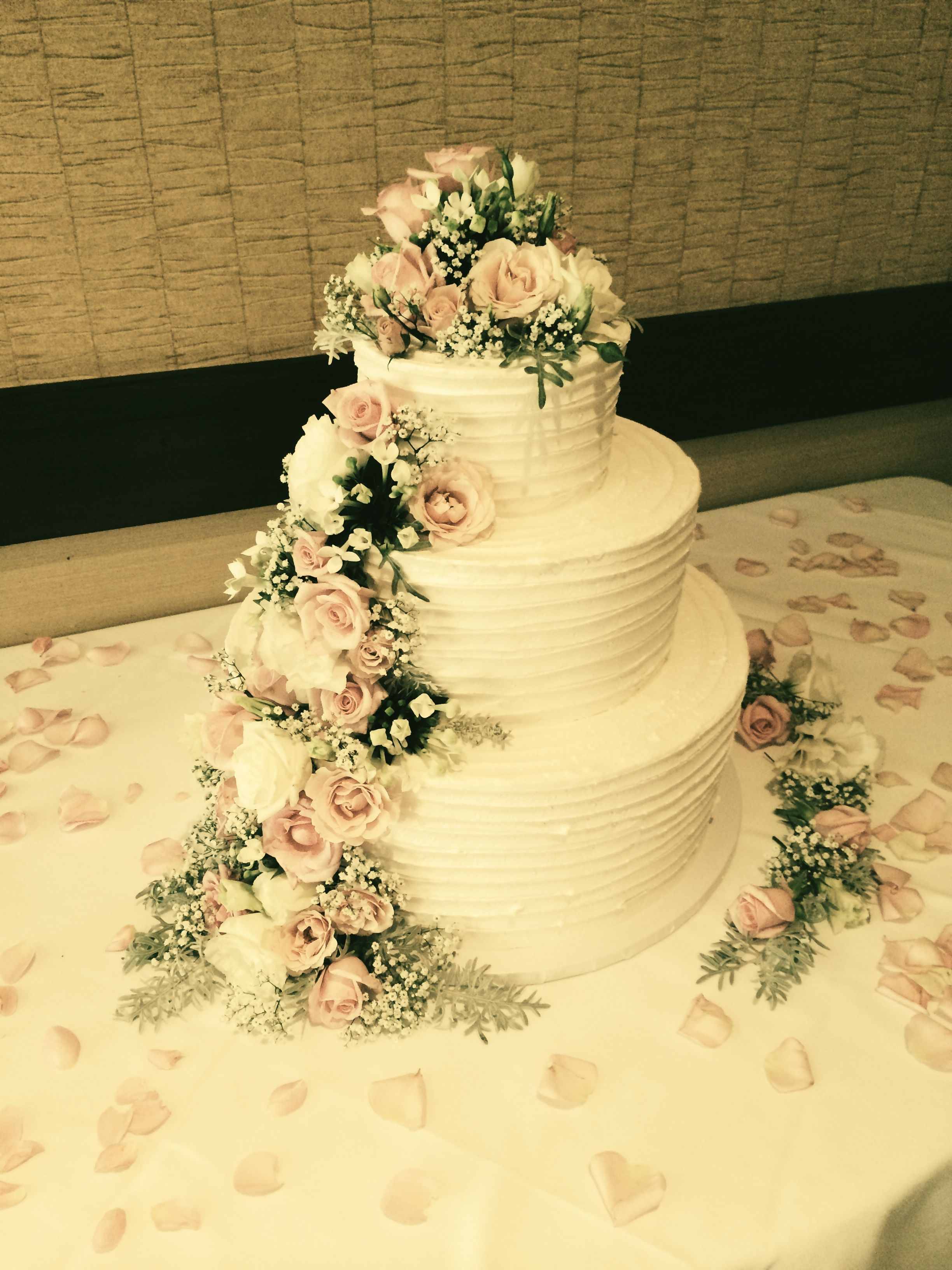 scraped edge wedding cake with flowers | Annie\'s cakes | Pinterest ...