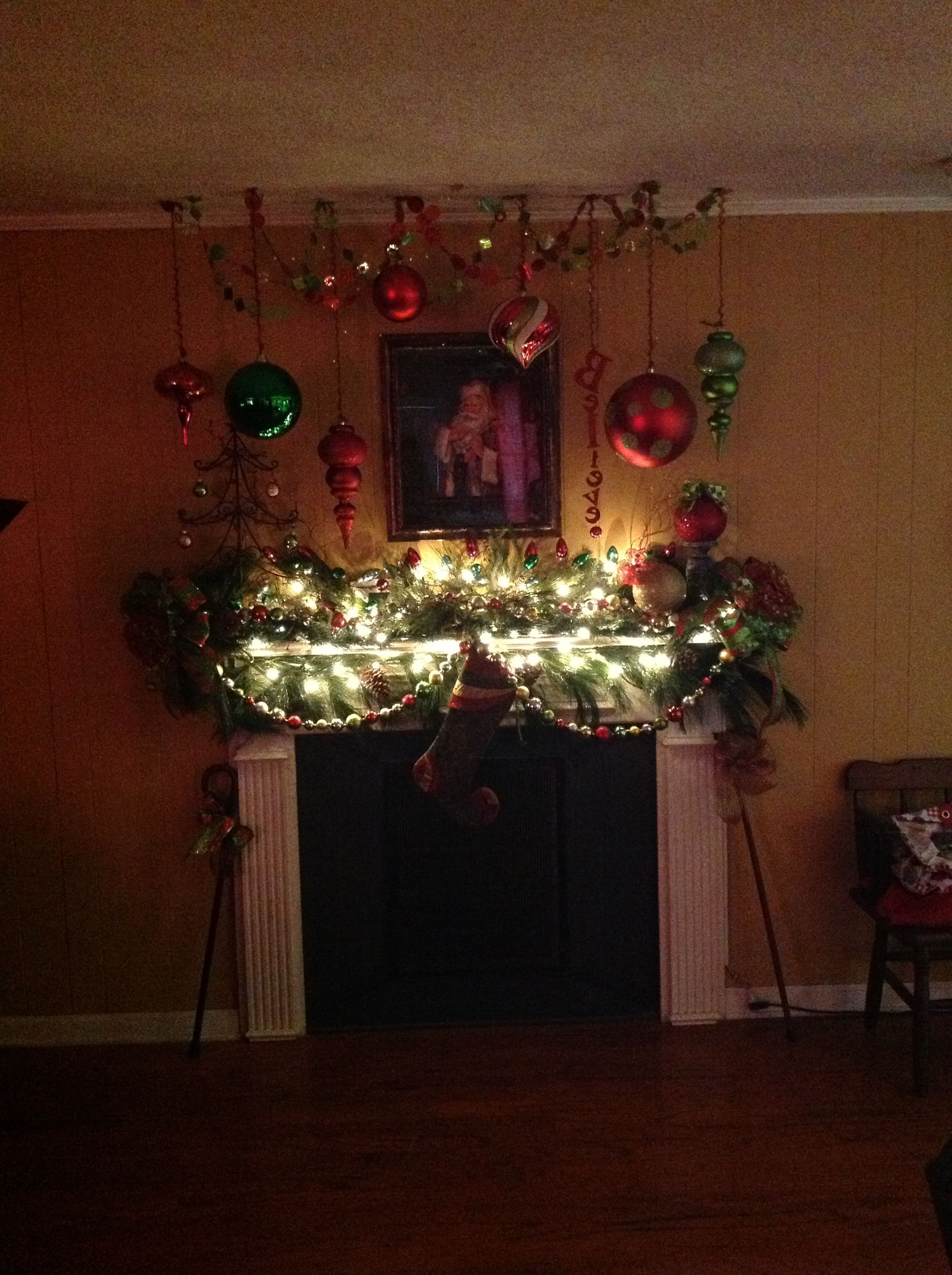 Christmas mantle ideas. Really like this idea for an old fashioned ...