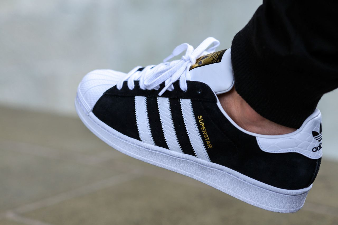 adidas superstar east river rivalry black/white size 5