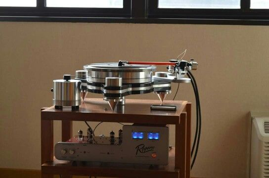Rogers High Fidelity PA-1A Phono preamp and VPI Avenger turntable