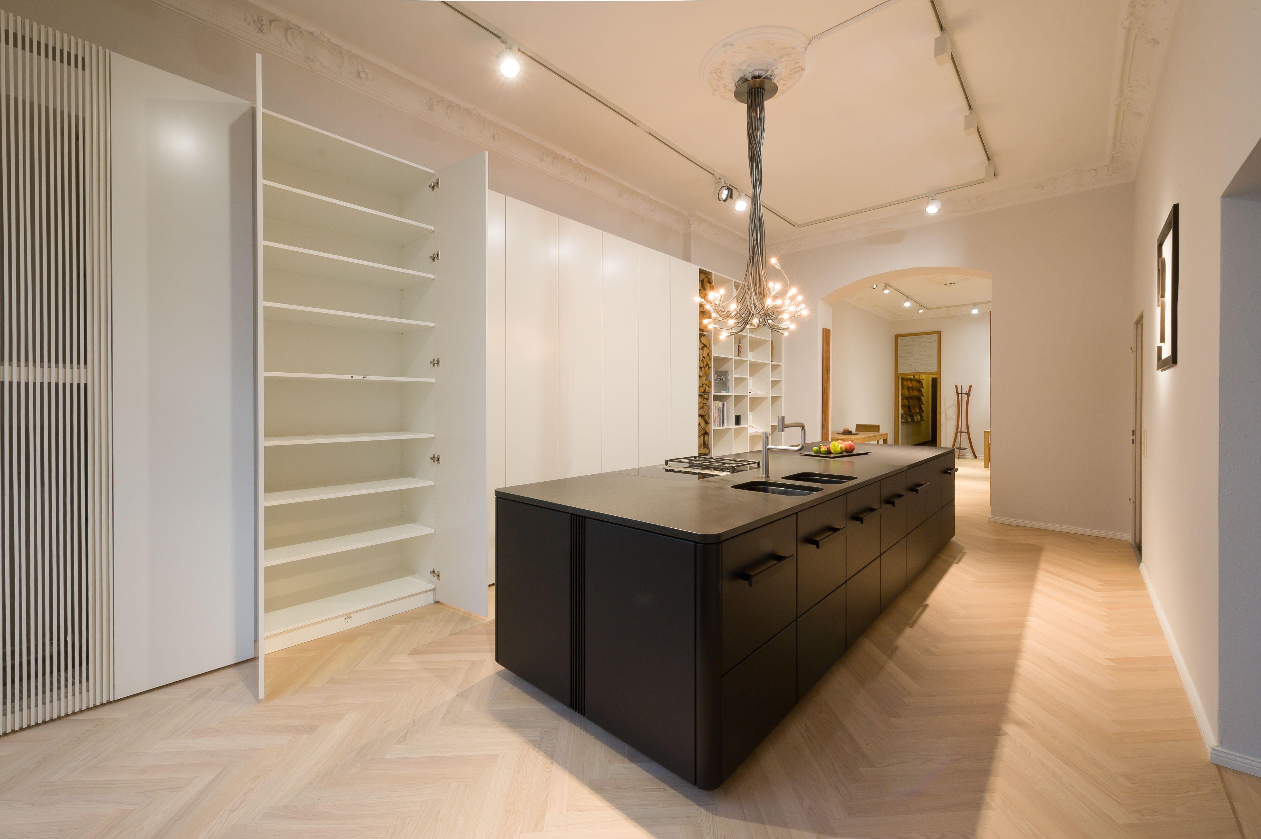 k che r uchereiche einbauschr nke schwarz lackiert der raum vor ort pinterest. Black Bedroom Furniture Sets. Home Design Ideas