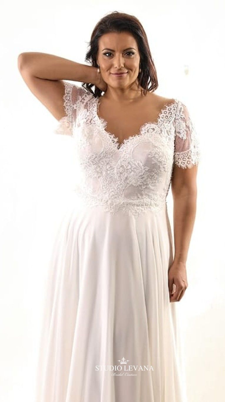 Cool Unique Plus Size Wedding Dress With Deep Scalloped V Neckline And Flowy Tulle Skirt Jess Plus Wedding Dresses Plus Size Wedding Gowns Cute Wedding Dress [ 1368 x 765 Pixel ]