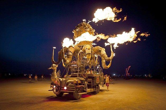 Image: El Pulpo Mecanico by artist Duane Flatmo (© Scott London, http://www.scottlondon.com/burningman)