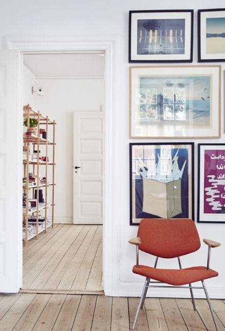 Kig Med Indenfor I En Fredet Kobenhavnerlejlighed Hvor Der Er Kaelet For Detaljen Og Indrettet Med Respekt F Indretningsarkitekt Interior Design Stue Home Deco