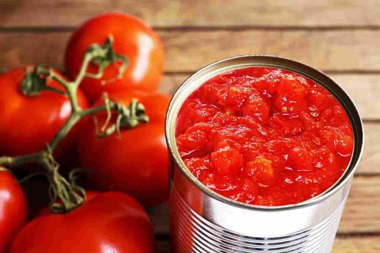 Test del Salvagente su 15 polpe di pomodoro: pesticidi pochi, acqua tanta