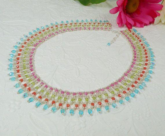 Woven Collar Necklace in Silver Bright Colors by IndulgedGirl - wauw smuk kæde med facetperler i lyserød-lysgrøn-lys rød/koral og turkis - samt sølv seed - skal laves