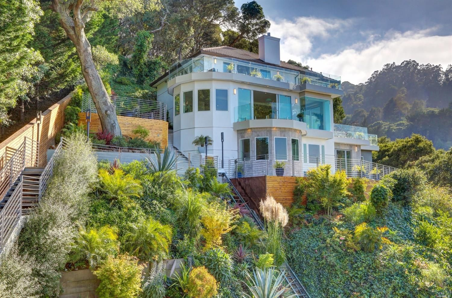 Sausalito homes for sale from your Sausalito realtor & Marin top real estate agent. See more photos here. #luxury #homes #estates #dreams #interiordesign #architecture #lux #lifestyle #ideas #wow #goals