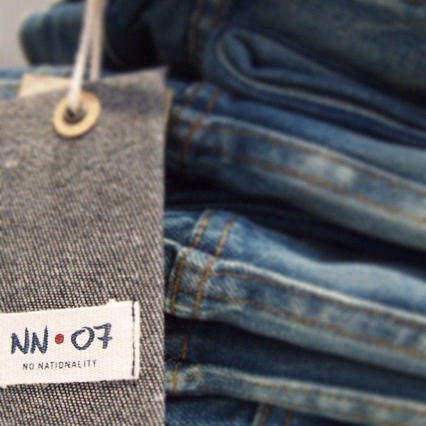 Just nu pågår vår stora jeansrensning i butikerna, 1000-tals märkesjeans till kanonpriser - välkomna!
