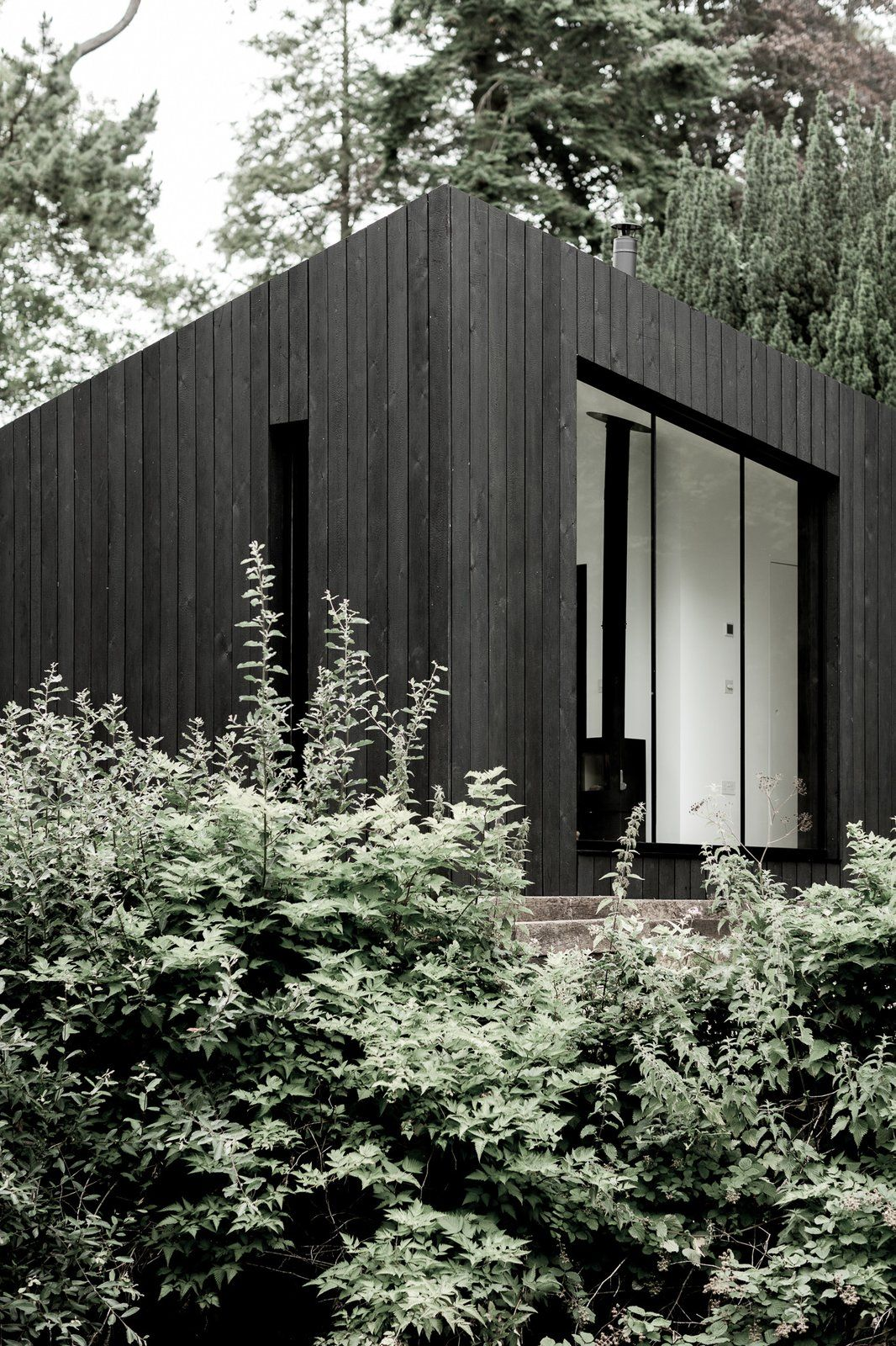 These Sleek Prefab Cabins Radiate Scandinavian Style Prefabricated Cabins Prefab Cabins Prefabricated Houses