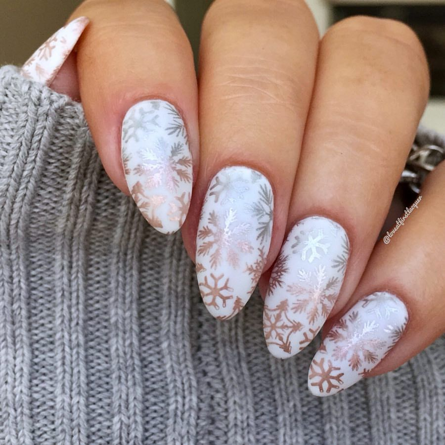Beautiful Holiday Christmas Snowflake Nails A White Base With Silver To Rose Gold Snowflake Stampin Festive Nail Art Christmas Snowflakes Nails Festival Nails