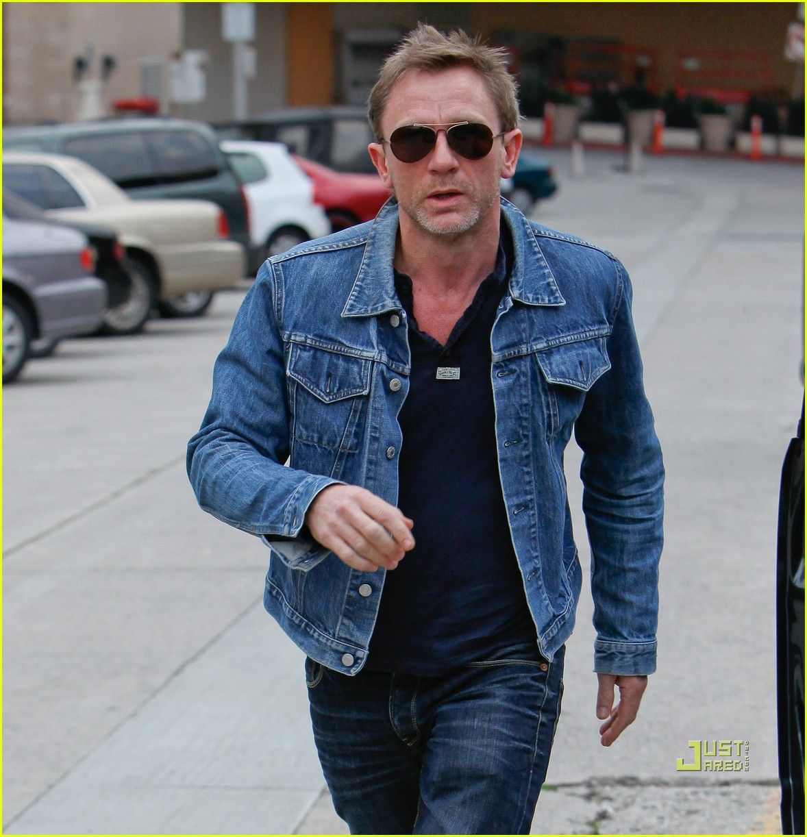 9fb13690d Daniel Craig: Denim Jacket Dude | Style | Daniel craig james bond ...